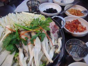 1388709_korean_mushroom_steamboat